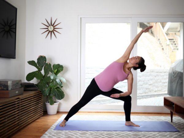 prenatal-yoga-at-home_t20_Qagxka